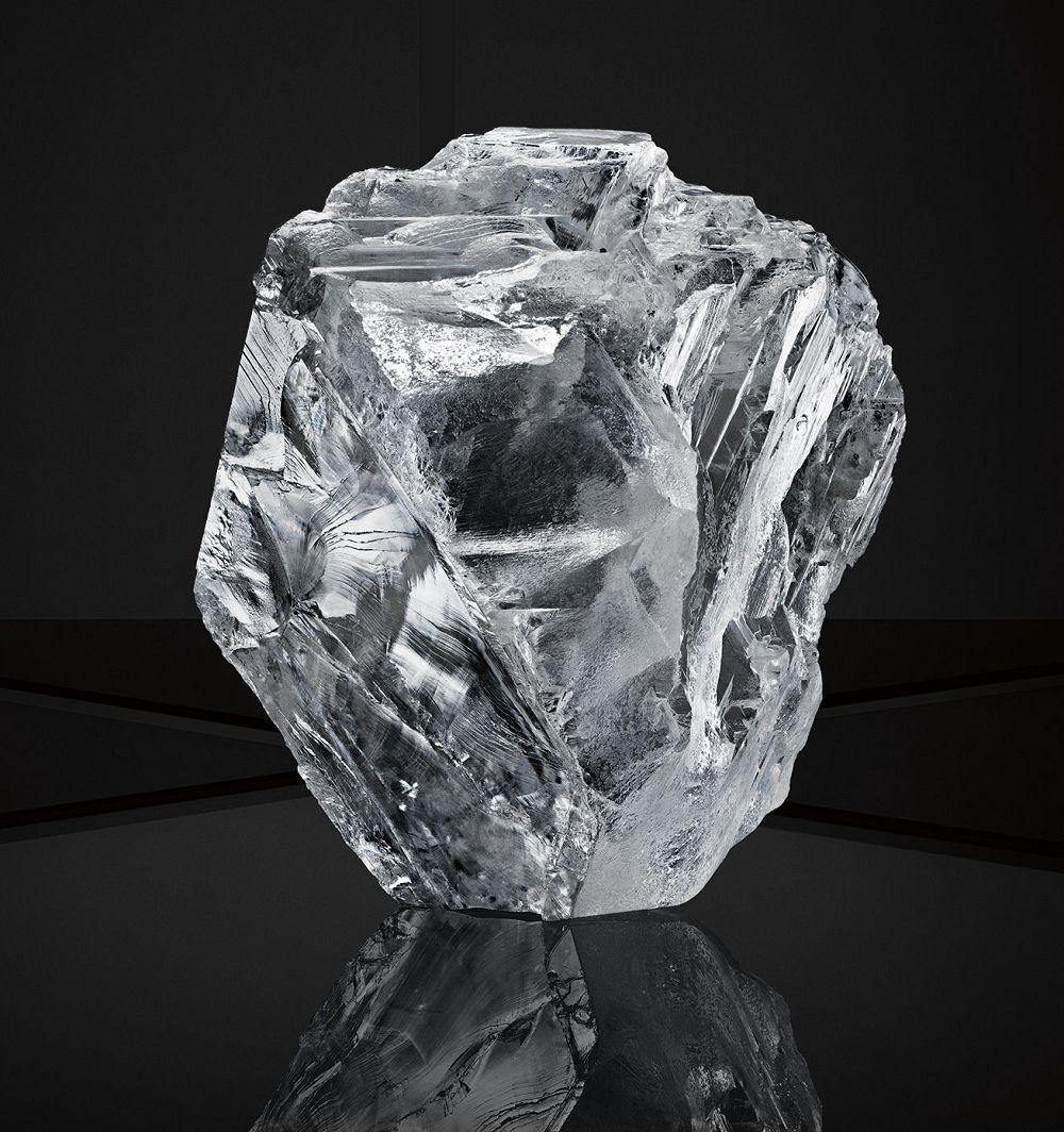 阴���9la_「lesedi la rona」钻石原石尺寸为66.4x55x42mm,开采自博兹瓦纳.
