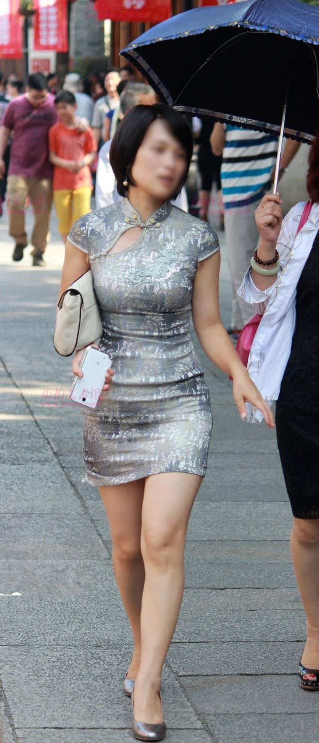 穿旗袍的紧身肥臀_街拍:穿包臀裙的女人不只是性感,更是一道风景线-搜狐