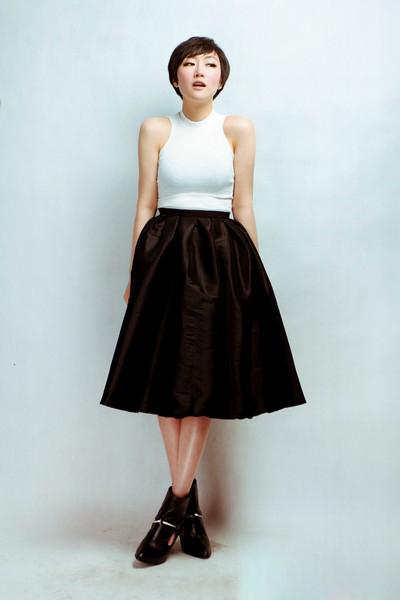 黑色蓬蓬裙配什么上衣 粗腿女生的福音