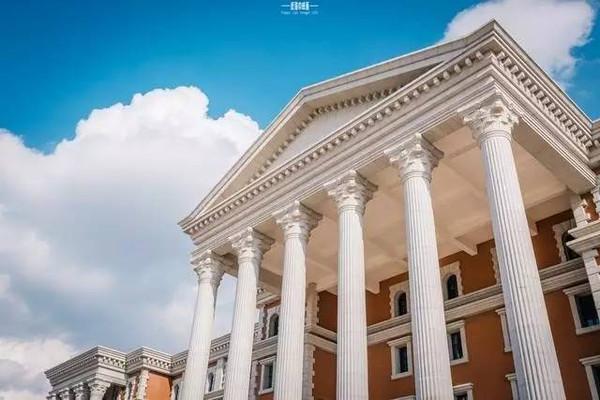 而云大呈贡校区图书馆,堪称云南省配置最豪华的图书馆,从外看宏伟壮观
