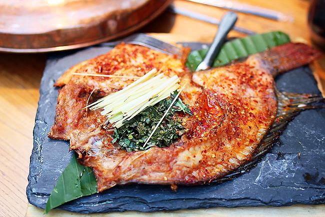 刺火烤_香茅草烤罗非鱼~罗非鱼非常少刺,搭配云南空运而来的香茅草烤制,肉质