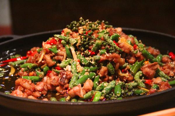 出身重庆的解放碑川菜大饭店不仅仅是川菜而已,重庆特色渝菜,创新江湖