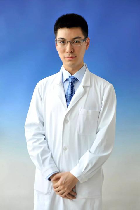 男医生侧脸照片_小编):帅哥是从来不怕证件照的 21 号最帅男医生 推荐人:左**啡 照片