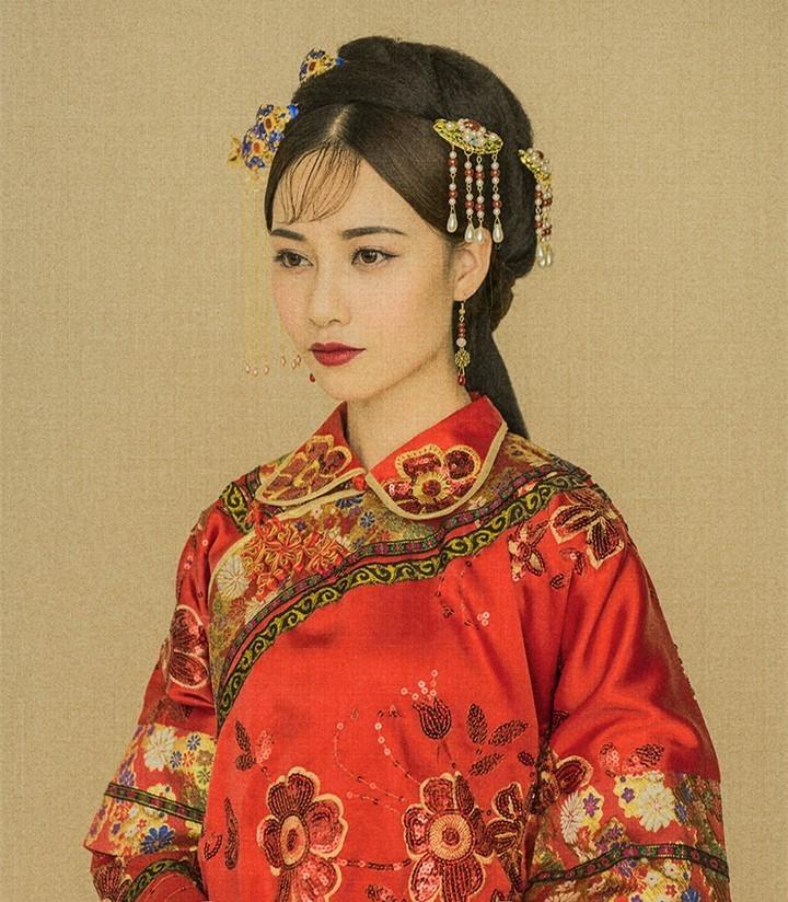中式秀禾服发型_一款遮肉显瘦又惊艳的中式秀禾服,谁会不想拥有?