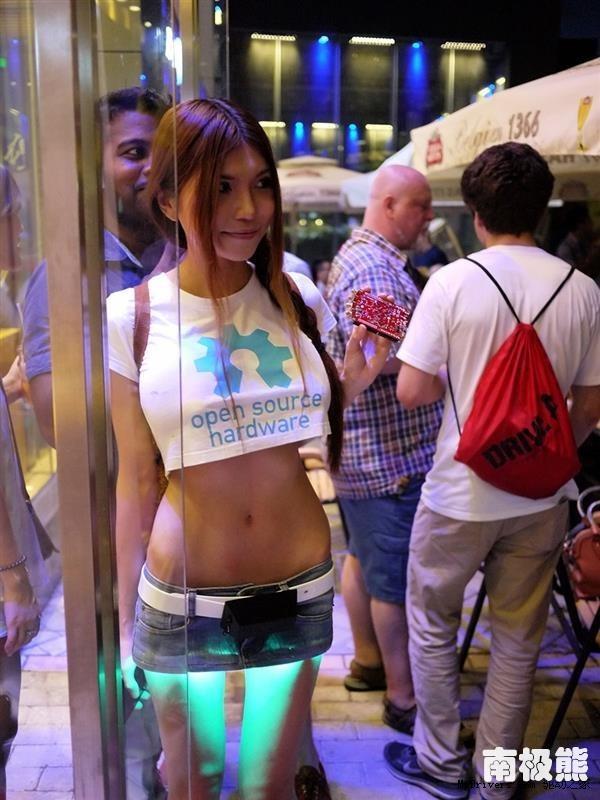 深圳最牛美女工程師SexyCyborg-利用3D列印技術造LED超短迷你裙