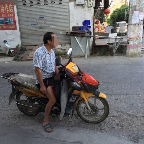 打机吧操逼�_变态男在温州街头打飞机!曝光他(图)