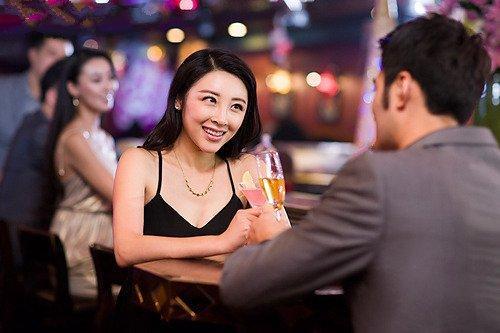 第一次約會聊什麼話題好教你如何在第一次約會中找對話題