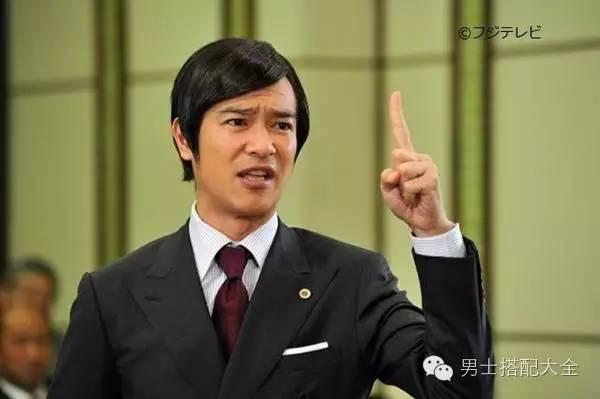 重庆现在最火的明星_中外明星是如何驾驭偏分发型style,目前最火的发型之一!