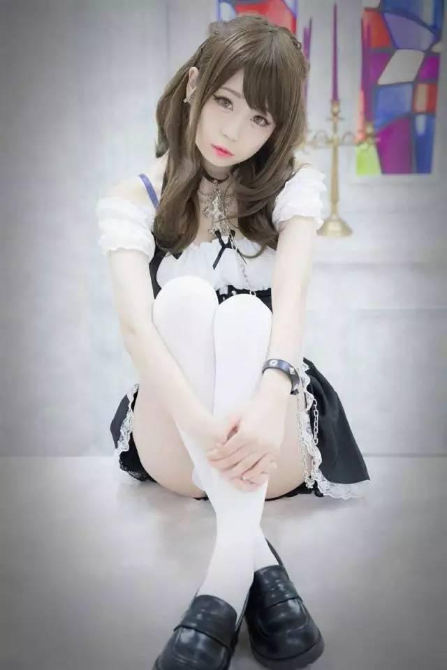少女装_可爱童颜!日本美少女岩茶女仆装写真