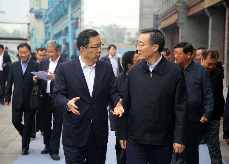 贵州省长孙志刚(左),北京市常委,常务副市长李士祥(右)