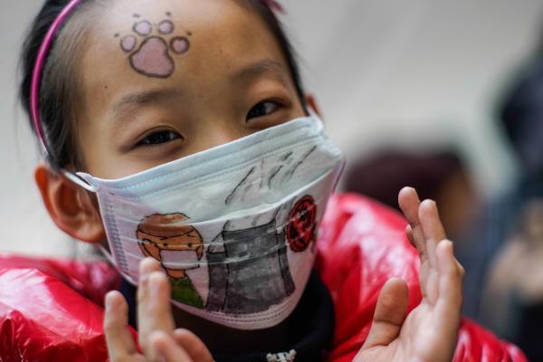 可事实上,儿童与成人的口罩设计在尺寸还有材质等方面存在较大差异