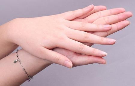 手指甲變皺,有豎紋或橫紋,說明你身體出現問題了圖片
