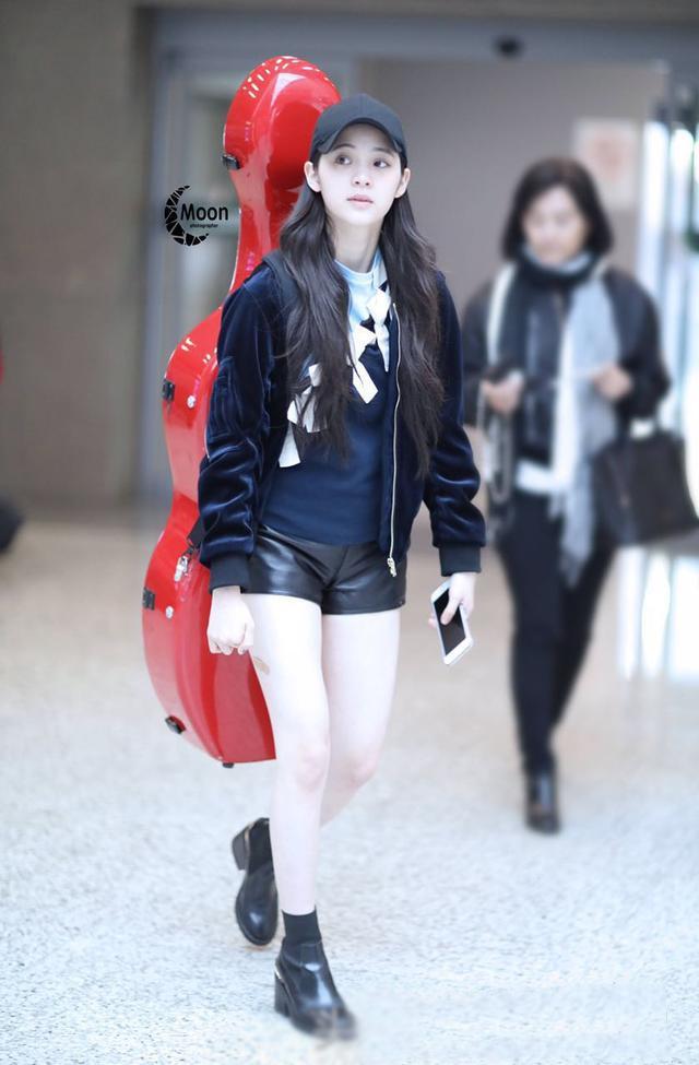 昊尚羽绒服_不怕冷的00后,欧阳娜娜还穿超短裤-搜狐
