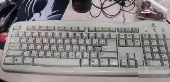 一个人把键盘拆了11年,把他吓坏了!