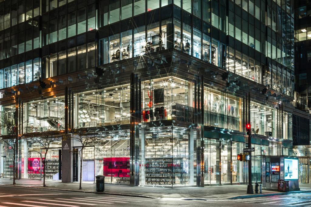 品牌旗舰店_Adidas 全球最大的旗舰店开业,为什么运动品牌爱上了开线下店?