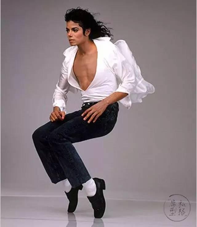 为什么黑皮鞋配白袜, 全世界还尊称他为流行之王?