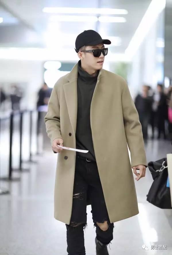 黑色开衫搭配男_驼色大衣怎么穿才有型?学黄景瑜搭配铁灰色毛衣和破洞牛仔裤