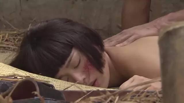 日本轮奸_胡杏儿第一次先被日本人强奸.