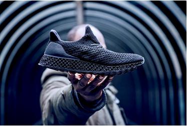 阿迪�_斯首款3D打印跑鞋撼世登��