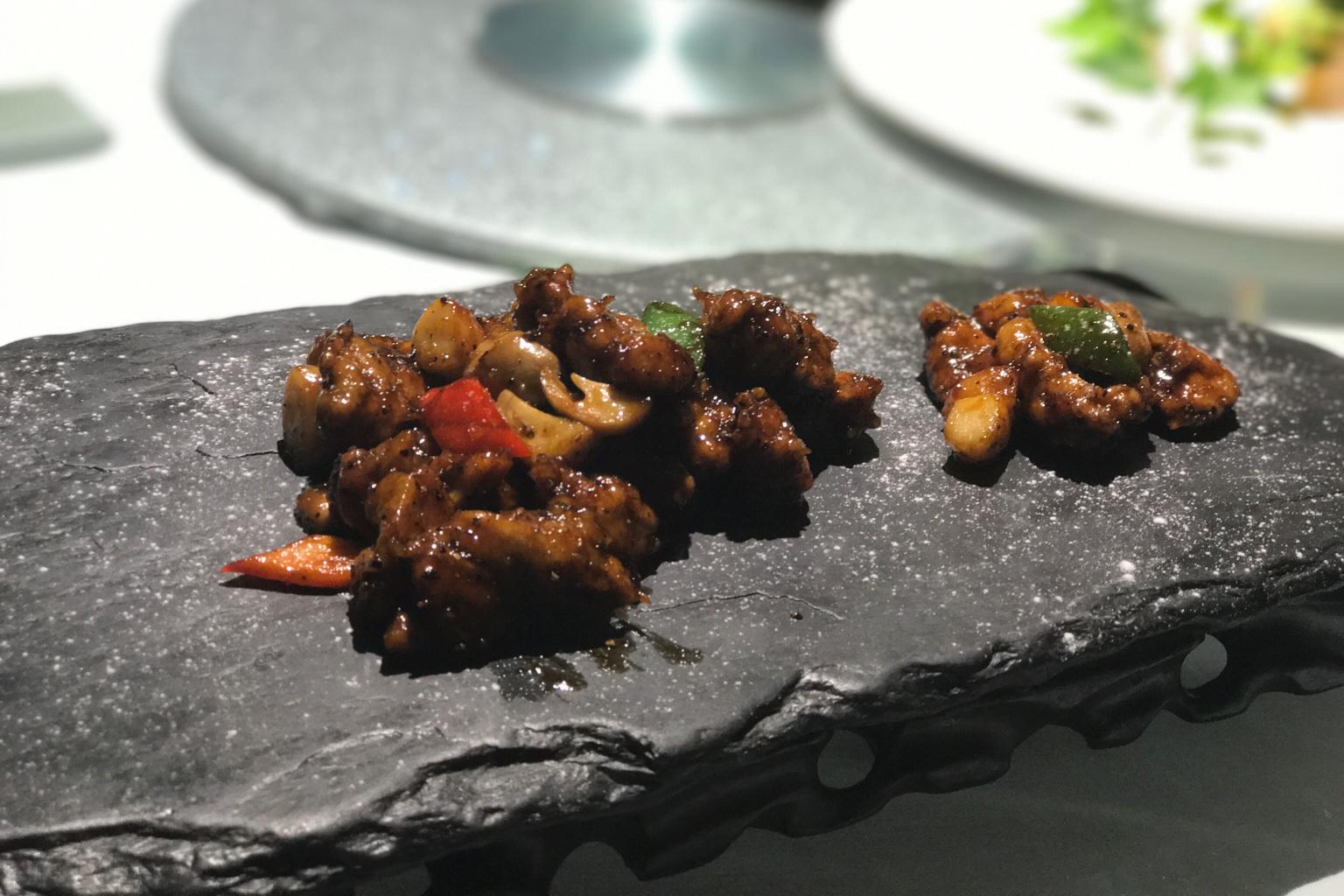 非洲木耳逼_这道菜采用珍贵的锻木香菇,武夷木耳,搭配五夫莲子,烟笋,口味属于咸
