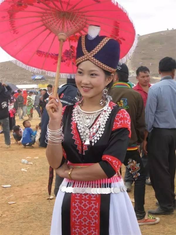 老挝美女_老挝苗族集市上好多美女,反正我的眼睛是看花了!