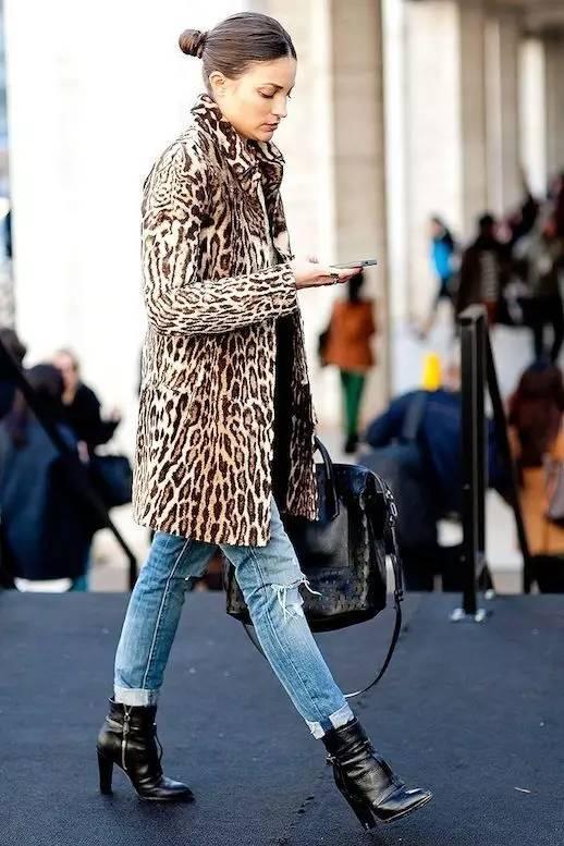 豹纹裤子上衣搭配_搭配牛仔裤,你的豹纹外套也能穿的时髦!-牛仔裤,豹纹外套 ...