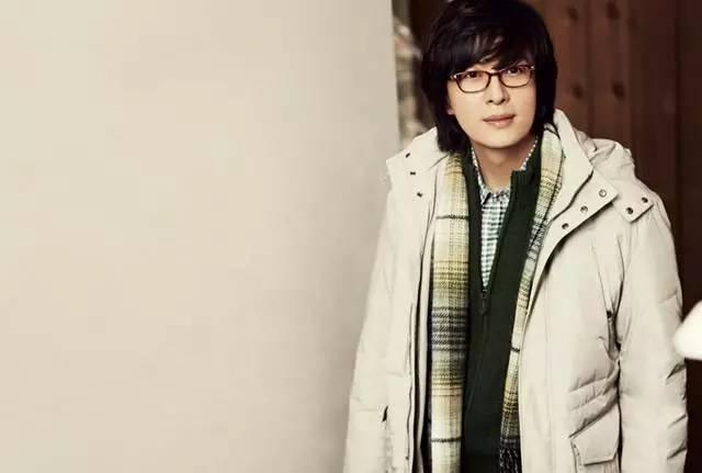 裴勇俊眼镜_盘点7位不敢摘掉眼镜的韩国明星!