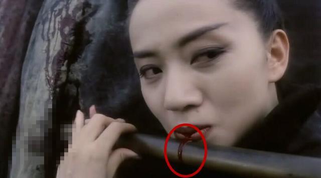吐血逼真图片_古装剧里的吐血场景:孙俪的看点是她的眼神,赵丽颖确实让人想哭