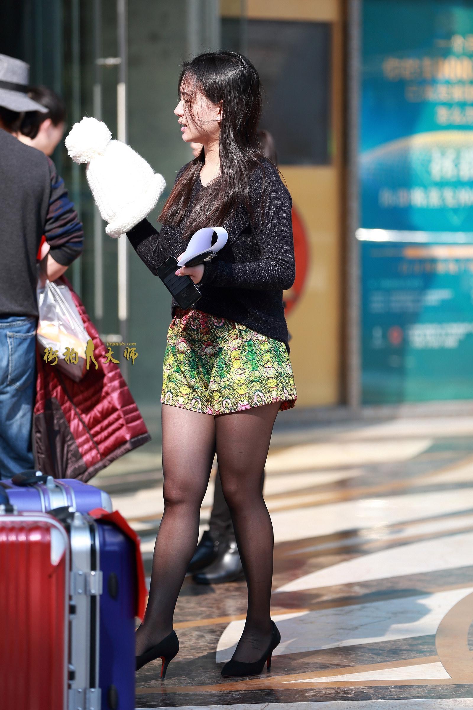 街拍美女网第一站_街拍短裤,街拍黑丝,街拍高跟_搜狐时尚_搜狐网