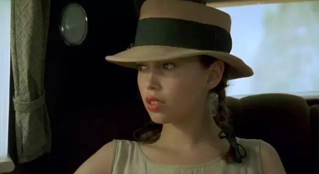 欧美无码区三级片_她曾是三级片女星张柏芝黎姿之前躺过一代人的硬盘