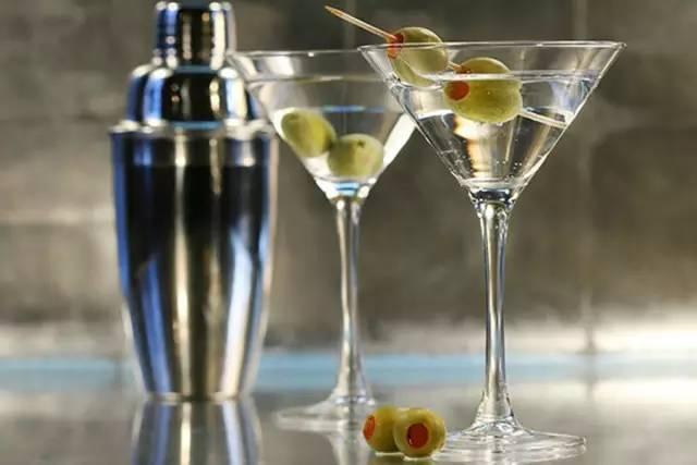 时尚 正文 02 马提尼(martini)号称\
