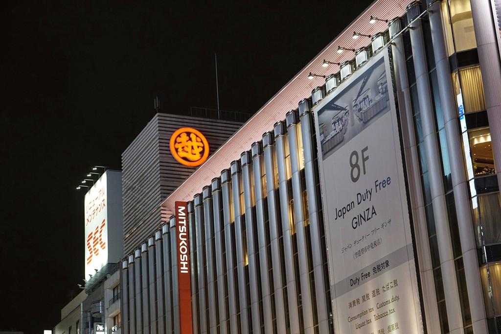 d5b1107a9b74 【和光高级洋品店】:和光位于中央通与晴海通的十字路口,它的两侧分别面对着银座三越及银座著名的标志建筑三爱大楼,这栋造型古典的建筑物也是银座繁华史的象征之一,  ...