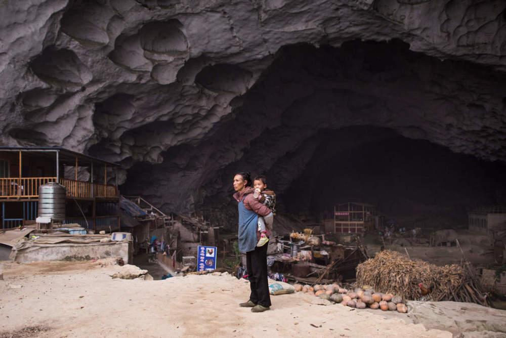 美女美穴居野处_在贵州省紫云县格凸河畔的大山深处,住着亚洲最后的穴居部落,这里