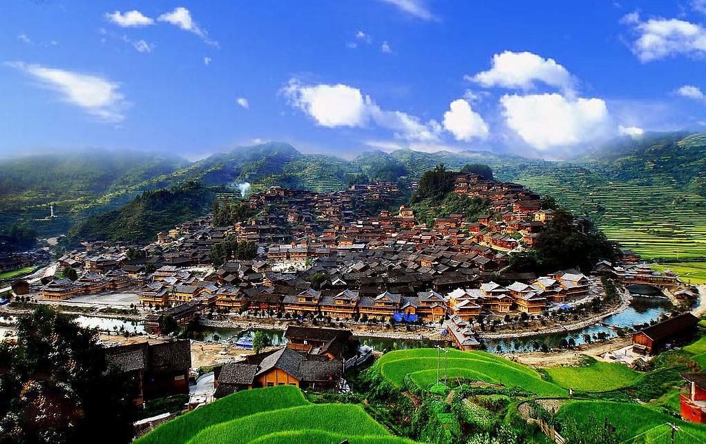 是贵州省八大古镇之一,被誉为中国的第一苗寨.