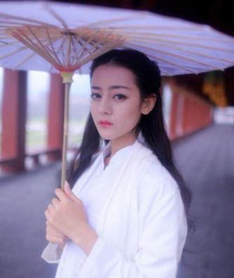 手持油紙傘的古裝女神,趙麗穎楊冪 誰最有韻味?圖片