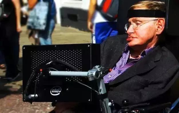 为了让霍金说上话,他的轮椅被装上了多少黑科技?的照片 - 12
