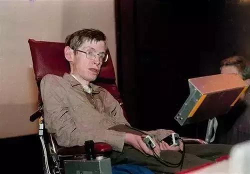 为了让霍金说上话,他的轮椅被装上了多少黑科技?的照片 - 8