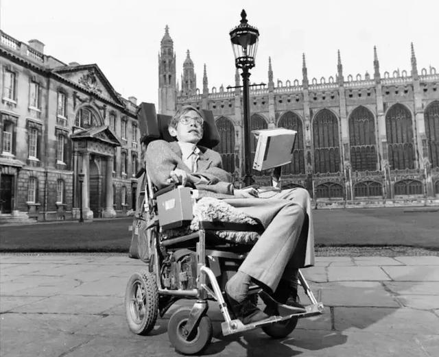 为了让霍金说上话,他的轮椅被装上了多少黑科技?的照片 - 19