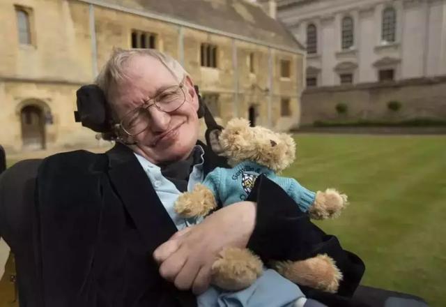 为了让霍金说上话,他的轮椅被装上了多少黑科技?的照片 - 2