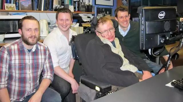 为了让霍金说上话,他的轮椅被装上了多少黑科技?的照片 - 15