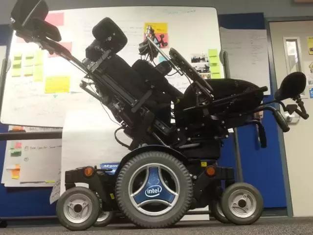 为了让霍金说上话,他的轮椅被装上了多少黑科技?的照片 - 22
