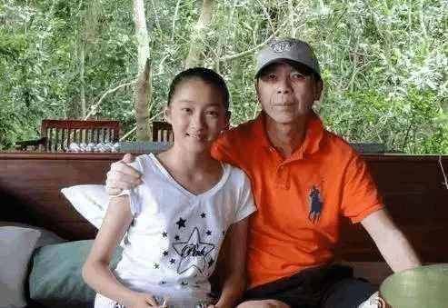 www.66sblive.com_关晓彤越来越惹人爱了 和她分工的明星大咖那么多!