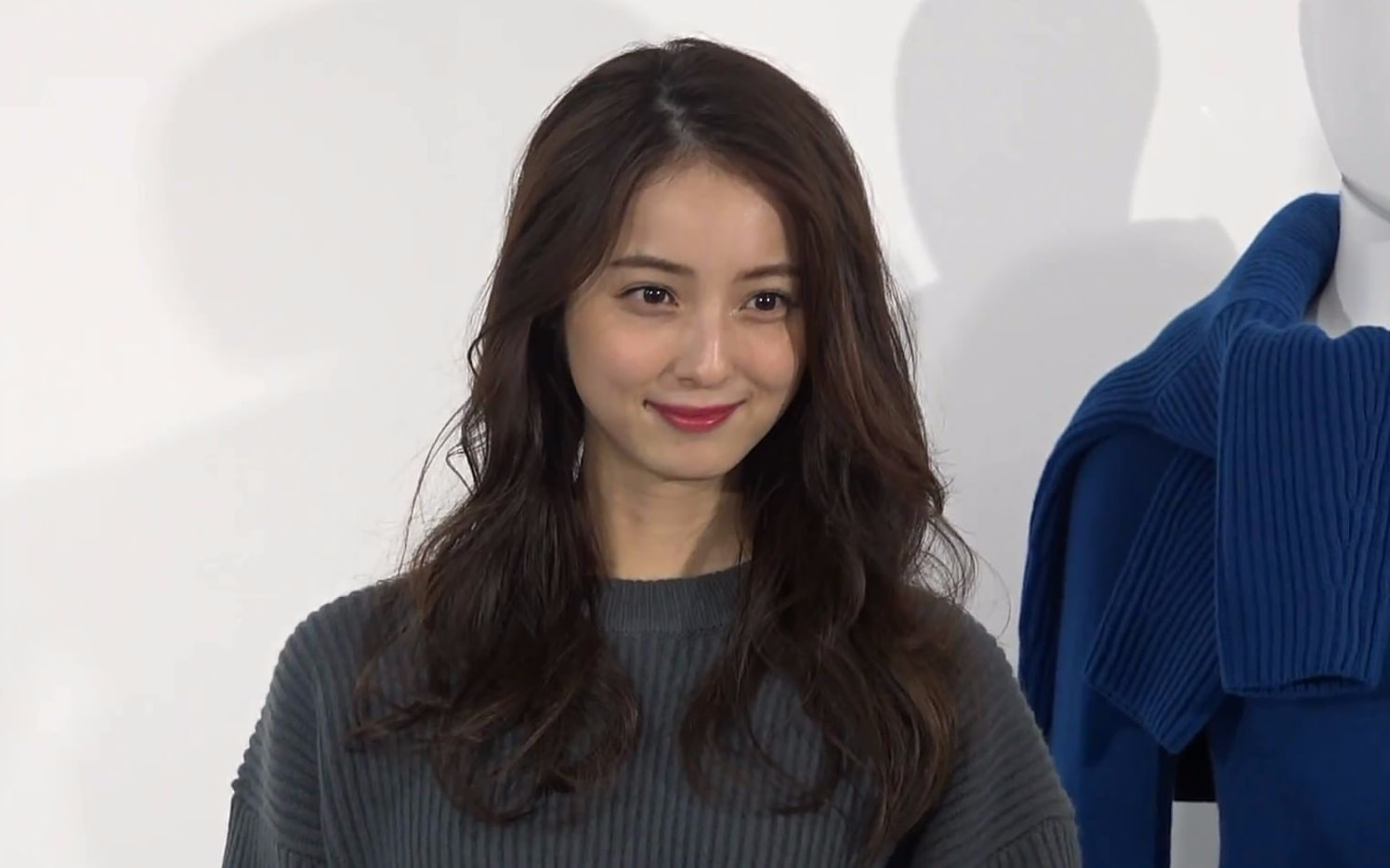 日本女v现场_学学日本v脸女王,快速瘦脸!