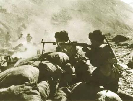 三棱軍刺碾壓狗腿砍刀 中國紅軍師殲滅800廓爾喀雇傭軍