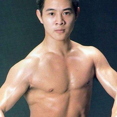 香港艺人收入排名_第六名:成龙,1954年4月7日生于中国香港,国家一级演员,1971年,以武师