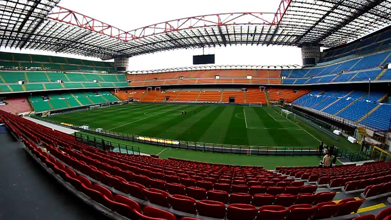 這座球場原名圣西羅,1980年被米蘭市政府官方更名為朱塞佩-梅阿查,用圖片