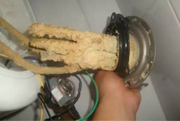家里撸_如何清洗家里的电热水器呢?