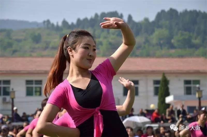 60岁女人还能操吗_各队自主编排舞蹈,选择广场舞,健身操,健身舞,秧歌等有广泛群众基础并