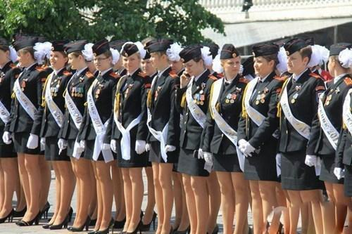 女兵人是什么_俄罗斯女兵如此招人喜欢?看完最后一张图你就懂了