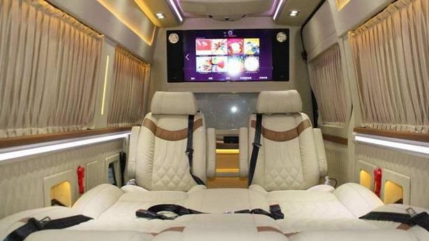 诱惑仍在继续:在上海车展上,房车梦幻豪华内饰的东方色彩熠熠生辉